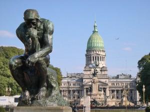 Buenos Aires. Palača Nacionalnog kongresa, u pozadini Rodinova Mislioca. Autor: F. Minetti, preuzeto sa: http://hr.wikipedia.org/wiki/Buenos_Aires