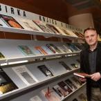 Zbirka knjiga o Domovinskom ratu u Nacionalnoj i sveučilišnoj knjižnici u Zagrebu. Preuzeto s www.hrvatski-vojnik.hr