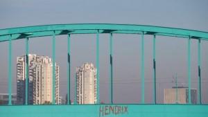Sava - Zeleni most i čuveni grafit koji ga je odredio. Preuzeto s www.vijesti.rtl.hr, autor Davor Puklavec/Pixsell.