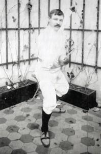 Milan Neralić, prvi Hrvat koji je osvojio olimpijsku medalju, jedan od ponajboljih mačevalaca u Austro-Ugarskoj. Na Olimpijskim igrama u Parizu 1900. godine osvojio je brončano odličje u sablji. Preuzeto sa: https://hr.wikipedia.org/wiki/Milan_Nerali%C4%87