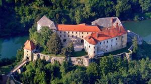 """Stari grad Ozalj, u kojemu je Ana Katarina Zrinski dovršila """"Putni tovaruš"""" 1660. godine. Fotografija preuzeta sa srtranice www.landmarkings.com"""