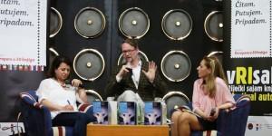 """Islandski književnik Sjón predstavlja roman """"Plava lisica"""" na 9. riječkom festivalu autora i sajmu knjige vRIsak. Fotografija preuzeta sa stranice: www.radio.hrt.hr"""