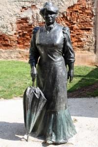 Marija Jurić Zagorka. Spomenik Stjepana Gračana. Preuzeto s Wikipedije.